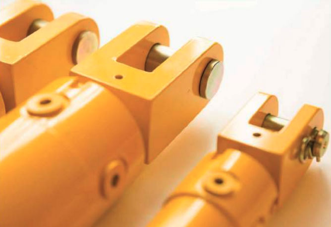 3 yellow clevis end hydraulic rams